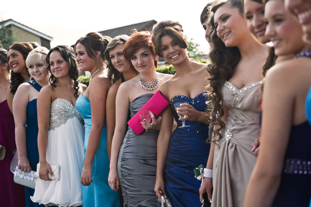 Advice and Tips for Parents Prepping Their Daughter For Prom